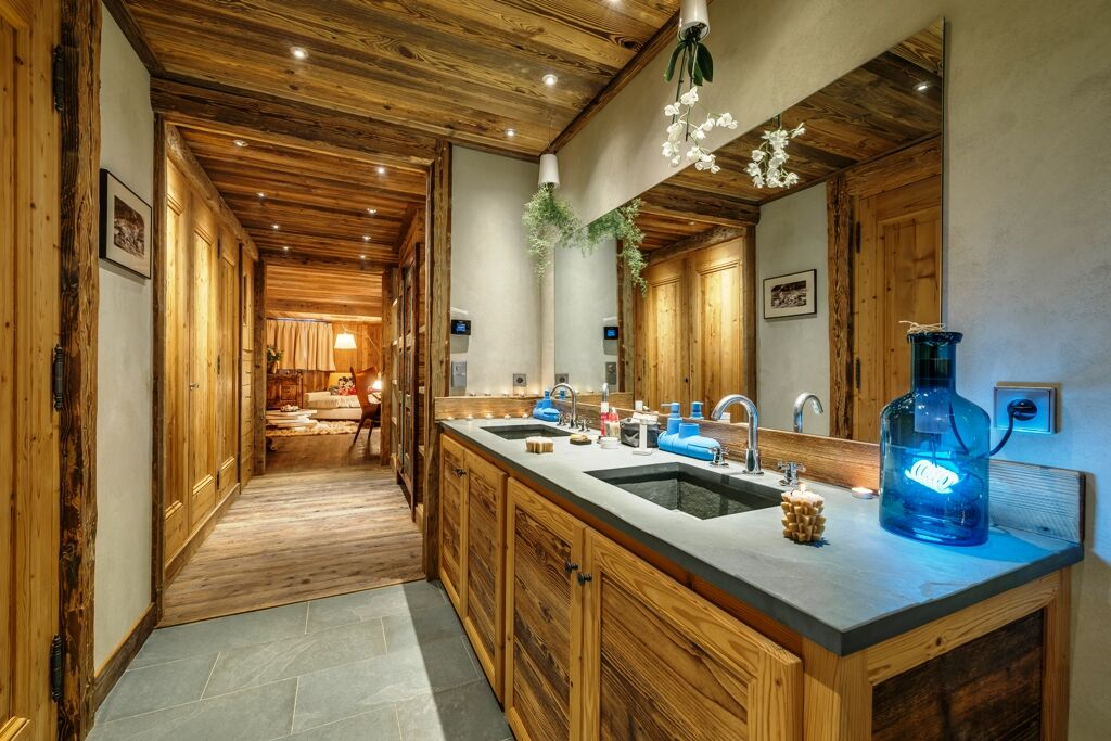 Chalet-For-Sale-In-Val-dIsere-17-1_preview
