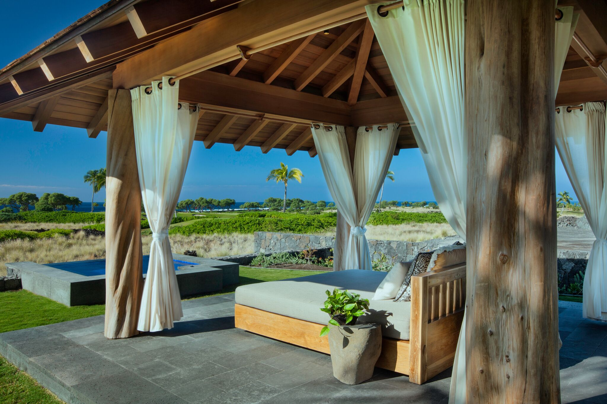 day-bed-spa-morning-light_16148709930_o_preview