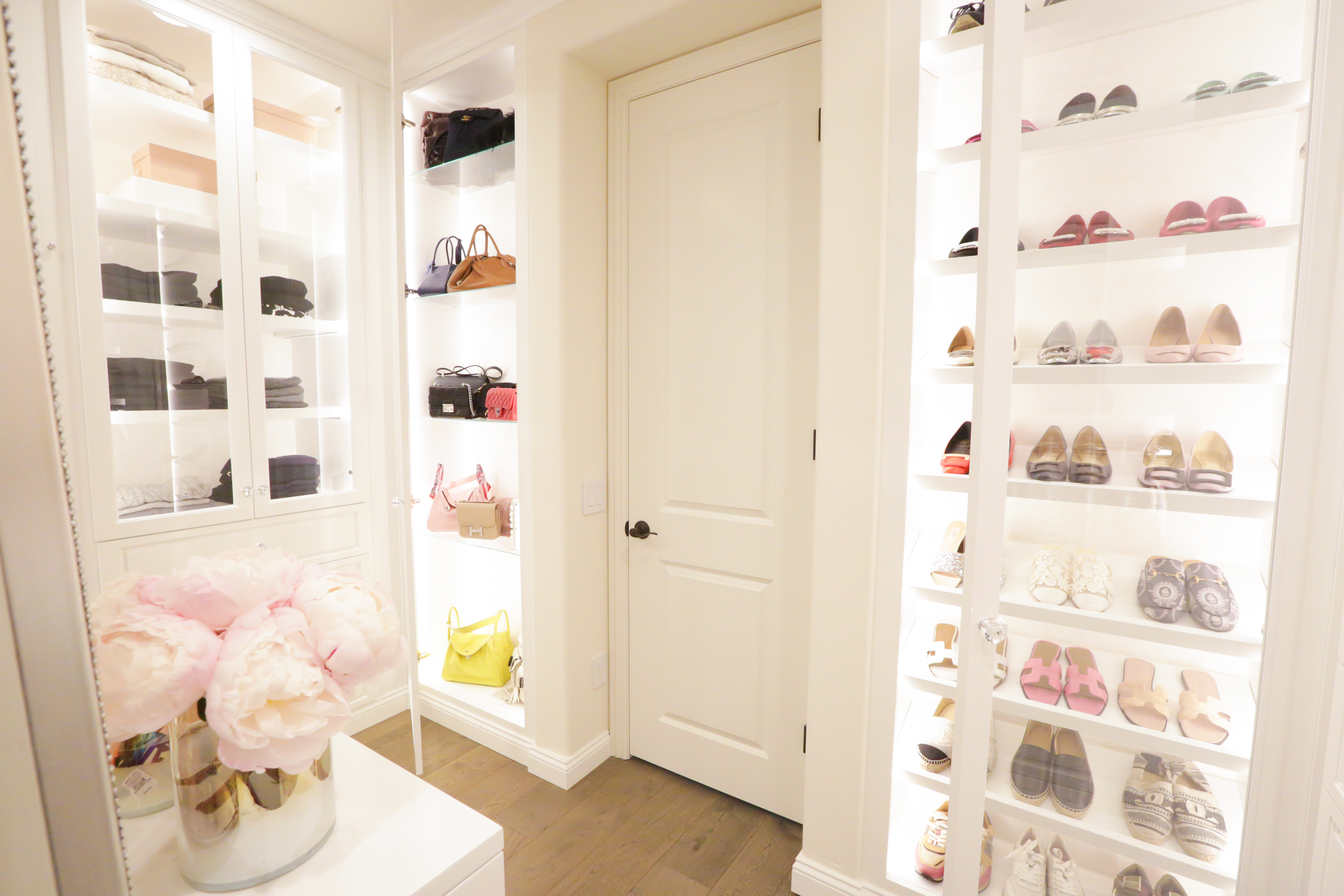 Luxury Closets Sweeping Design Trends Of 2018 Luxury Homes Luxury Real Estate Uniquehomes Com