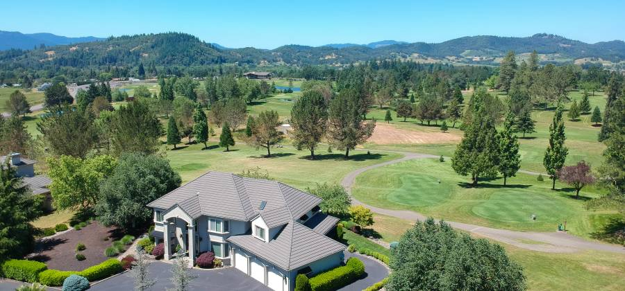 280 Fairway Village Lane,Roseburg,Oregon 97471,United States,4 Bedrooms Bedrooms,9 Rooms Rooms,3 BathroomsBathrooms,Residential,Fairway Village Lane,250628