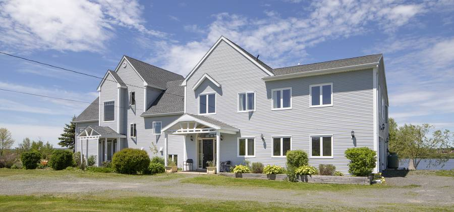 215 Cloverdale Drive, Windsor, Nova Scotia, Canada, 5 Bedrooms Bedrooms, 29 Rooms Rooms,5 BathroomsBathrooms,Waterfront,For Sale,Pidquid Lakeview manor,Cloverdale,490496