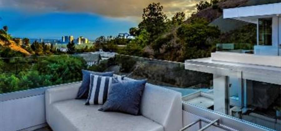 9311 Readcrest Dr.,Beverly Hills,California 90210,United States,Residential,9311 Readcrest Dr.,56017